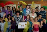 Liz Mohn (re.) mit Schülern