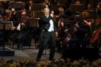 Plácido Domingo dirigiert