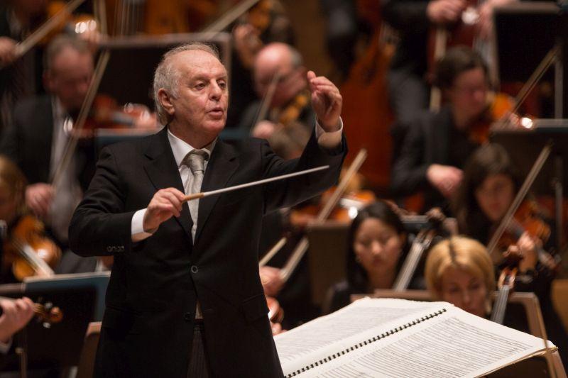 Auch Dirigent Daniel Barenboim gibt seine Echos zurück