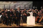 Roboter YuMi dirigiert Konzert
