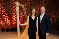 Anaëlle Tourret (Harfe) mit Hans-Walter Peters